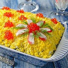 Салат «Царский» с красной икрой и кальмарами: 7 рецептов