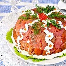 Салат «Царский» с семгой и красной икрой: рецепты