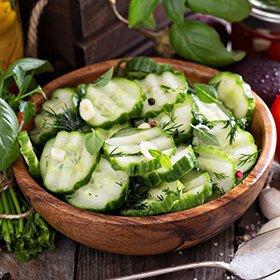 Салат на зиму «Пальчики оближешь» из огурцов: простые рецепты