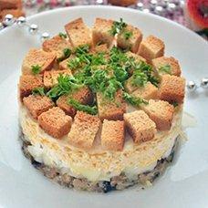 Салат из шпротов с сухариками: рецепты