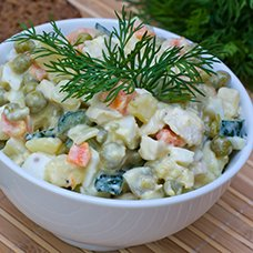 Салат «Оливье» с курицей: рецепты