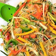 Салат с фунчозой и овощами: рецепты