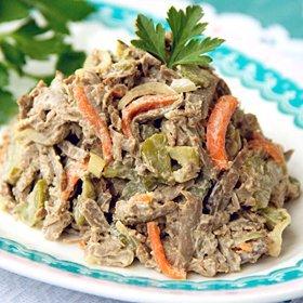 Салат с говяжьей печенью, луком и морковью: рецепты