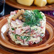 Салат с кириешками: рецепты