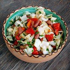 Салат с консервированной фасолью: рецепты