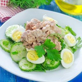 Салат с печенью трески, огурцом и яйцом: рецепты