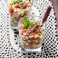 Салат с консервированной сайрой, рисом и яйцами: рецепты