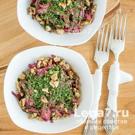 Салат со свеклой, чесноком и орехами