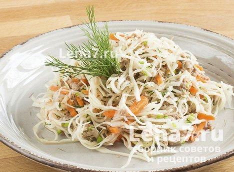 Рыбный салат с капустой
